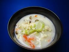 秋きのこと具沢山野菜のヘルシースープ